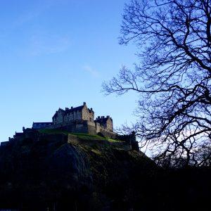 Det är svårt att missa det här slottet då det ligger högst upp på ett berg mitt i centrum.